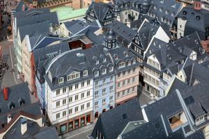 Rekonstruktionen und Neubauten ergeben eine stimmige Komposition und ein schlüssiges Altstadtbild