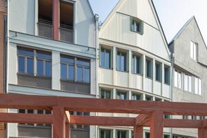 """Postmodern wirken die Fassaden dieser Häuser am Krönungsweg. """"Das beißt sich nicht, das verträgt sich gut"""", meinen viele Frankfurter über die spannende Mischung aus 15 Rekonstruktionen und 20 Neubauten"""