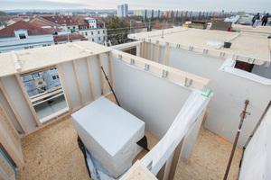 Durch die Holzbauweise konnte die Maßnahme in relativ kurzer Bauzeit bei geringem Baulärm durchgeführt werden