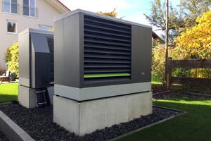 Platziert wurden die beiden Luft/Wasser-Wärmepumpe auf einem Betonfundament im Garten