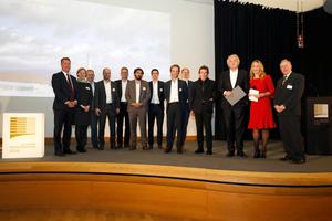 Der Stuttgarter Architekt und Ingenieur Werner Sobek (3.v.r.) und sein prämiertes Team