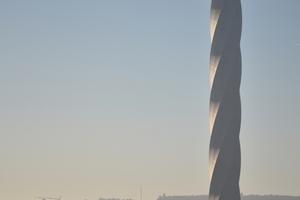 Weithin sichtbar: der Testturm für innovative Aufzugstechnik von ThyssenKrupp in Rottweil