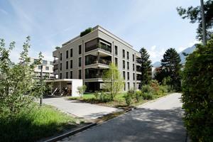Eingang zum Haus F der Wohnüberbauung der Kunsteisbahn