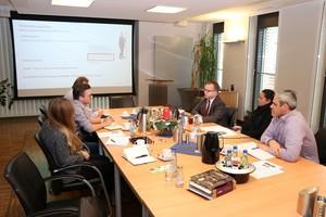 Stefan Roth stellt im CRM-Marketing-Workshop die Palette an Kommunikationsmaßnahmen vor