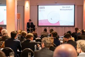 Beim BBB UpDate ging es um Chancen, die durch die neue DIN 14676 entstehen. Chefredakteur Achim Roggendorf begrüßte rund 90 Teilnehmer.