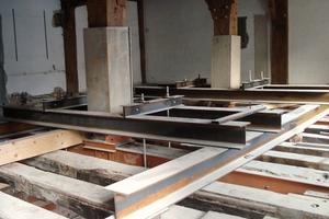 Abfangkonstruktion zum Ausbau der geschädigten historischen Holzstützen