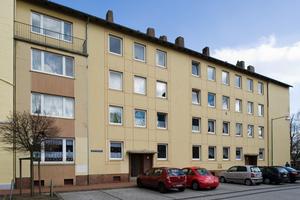 Klushof: Die Fassaden der Nachkriegsbauten waren nicht mehr schön anzusehen – hier der nicht barrierefreie Gebäudekomplex in der Neuelandstraße