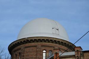 Flüssigkunststoff-Systeme legen sich wie eine zweite Haut auf die Oberfläche und gleiten selbst bei Kuppeldächern nicht ab