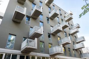 Zu jeder Wohnung gehört auch mindestens ein privater Freiraum in Form eines weit auskragenden Balkons