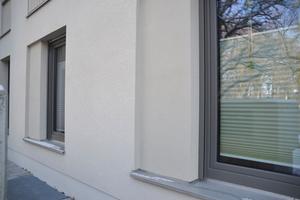 Detailansicht der Verblechung der Fensterbrüstungen mit Rücksprung