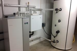 Die Sole-Wärmepumpe arbeitet im Haustechnikraum leise und emissionsfrei