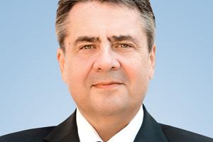 Halten die Impulsvorträge: der ehemalige Bundesaußenminister Sigmar Gabriel, ...