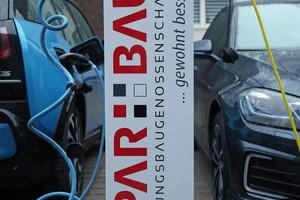 Die Mieter können auch Elektroautos kostenlos mit Strom betanken