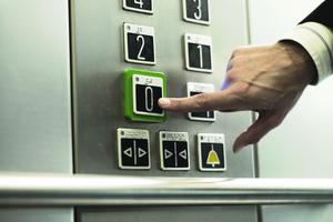 Der Gesetzgeber fordert für alle Aufzüge einen Notfallplan, um eingeschlossene Personen zügig zu befreien