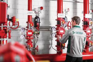 Die Funktion von Feuerlöschanlagen muss regelmäßig geprüft werden – das schreibt das Gesetz vor