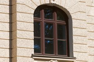 Die neuen Holzdenkmalfenster HF 82 Effizient Stil entsprechen in Teilung, Sprossen und Aussehen den früheren Originalen