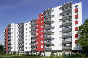 Anthrazit, Weiß und Signalrot: Im Auftrag der VBW entwickelte das Brillux Farbstudio für das Hochhaus in der Bochumer Haydnstraße eine elegante Farbgestaltung mit starkem Akzent