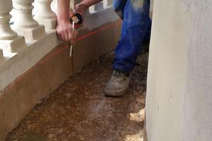 Flüssigkunststoff eignet sich sowohl für den Einsatz auf den mineralischen als auch auf den metallischen Flächen der Balkone
