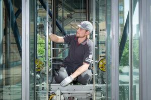 Service und Maßnahmen zur Instandhaltung der Aufzugsanlage sind nicht nur unerlässlich, sondern auch gesetzlich vorgeschrieben