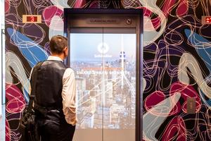 Mit der DoorShow werden die Aufzugstüren zum Informationsmedium