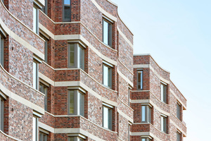 Markantestes Merkmal der Deichhäuser sind die geschwungenen Außenfassaden