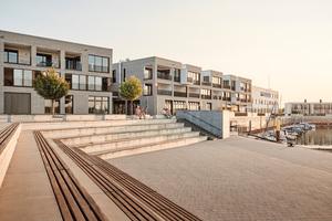 Der Neubau mit Büros,<br />Gastronomie und Ferienwohnungen<br />belebt das Hafenareal
