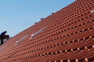 Zeit- und kostensparend eingedeckt: Die Dächer der Dortmunder Mehrfamilienhäuser sind jetzt sturmsicher