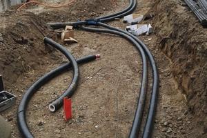 Die Wärme- und Warmwasserversorgung wird über ein Nahwärmenetz gewährleistet