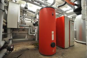 Die Beheizung der Anlage erfolgt über eine Kombination von Pelletsheizung und Gasbrennwert-Technologie. Während in den Lofts ein BioWIN XL in Kombination mit dem Gasbrennwertgerät Genios für angenehme Wärme sorgen...