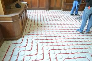 In der Bibliothek sowie in den Sanitärräumen wurde eine Fußbodenheizung eingebaut. Dabei kam der sogenannte Klimaboden zum Einsatz