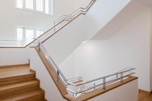 Jeweils ein Treppenhaus erschließt zwei Gebäude