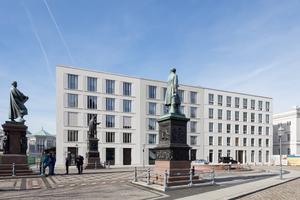 Der Schinkelplatz wurde 1837 von Peter Joseph Lenné entworfen und ist nach dem preußischen Baumeister Karl Friedrich Schinkel benannt
