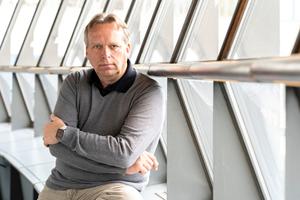Keynote Speaker Jörg Heynkes spricht über Zukunft 4.1, Roboter und künstliche Intelligenz