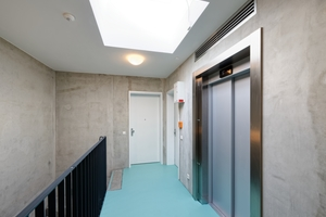Aufzüge im Treppenhaus gewährleisten die barrierefreie Erschließung der Wohnungen