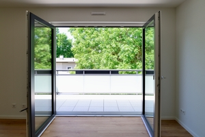 Alle Wohnungen sind mit ein Meter breiten Türen, ausreichend Bewegungsfläche und schwellenlosen Balkonübergängen gestaltet