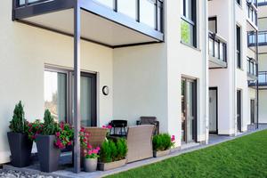 Jede Wohneinheit verfügt entweder über einen Balkon oder über eine Terrasse