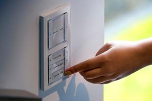 Auf den Tastsensoren an der Schlafzimmertür sind ebenfalls individuelle Funktionen hinterlegt