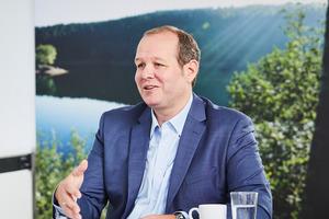"""Sebastian Albert, Leiter Produkt- und Dienstleistungs-Management bei Vaillant Deutschland: """"Wohnungsunternehmen und Eigentümer von Mehrfamilienhäusern können mit dem Mieterstrommodell neue Einnahmen generieren, Mieter profitieren von günstigen Strompreisen. Das ist einmalig am Markt."""""""