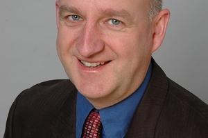 Autoren: Martin Henze, freier Journalist,