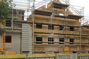 Für mehr Wohnraum unter dem Dach wurden die Giebelfassaden geringfügig angehoben