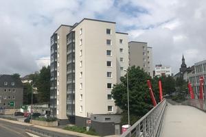 Im Zentrum von Remscheid wurden jüngst drei baugleiche Wohnhäuser energetisch modernisiert