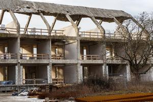 Die aus Stahlbeton errichteten Gebäude werden komplett entkernt