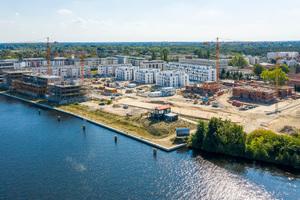 Regattastraße 10 bis 35 im zu Köpenick gehörenden Grünau. Auf dem 100.000 m² großen Grundstück am Ufer der Dahme errichtet die BUWOG das Quartier 52° Nord mit mehr als 800 Miet- und Eigentumswohnungen