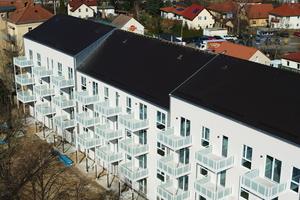 Im Erdgeschoss verfügen die Wohnungen über Gärten, alle anderen haben Balkone mit Blick ins Grüne