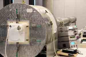 : Die neue Entwicklungsabteilung verfügt über zahlreiche Laboraufbauten wie beispielsweise einem halbautomatischen Volumenprüfstand<br /><br />