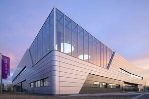 Einblicke in die eindrucksvolle Architektur des Nexen Tire Unternehmensitzes gibt das verantwortliche Architekturbüro TAKENAKA.<br />