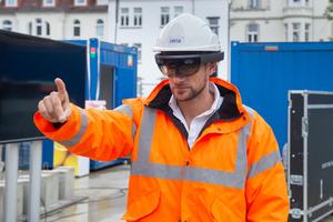 Mit HoloLens: Michael Van Tendeloo, Projektleiter BIM und Digitalisierung Xella NWE<br />