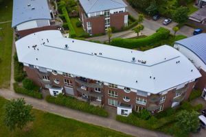 Auf die Möglichkeit, das Dach mit Strukturprofilen wieder mit einer Stehfalzoptik zu versehen, verzichteten die Eigentümer