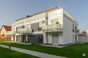 Besonders an Fenstern im Erdgeschoß und an Terrassentüren bieten Rollläden einen verbesserten Einbruchsschutz