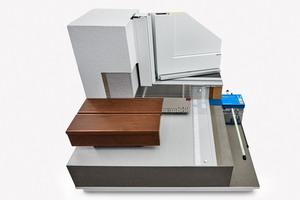 Triflex hat in Kooperation mit ACO, Schöck und profine eine Schnittstellenlösung für die Umsetzung eines bodentiefen Fensteranschlusses erarbeitet